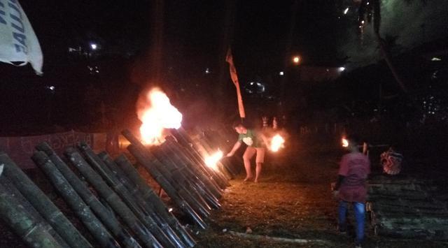 perang meriam bambu di Kampung Cisalopa Kabupaten Bogor