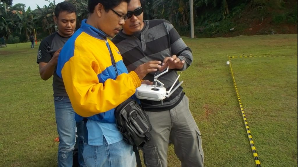 instruktur asosiasi pilot drone indonesia (APDI)