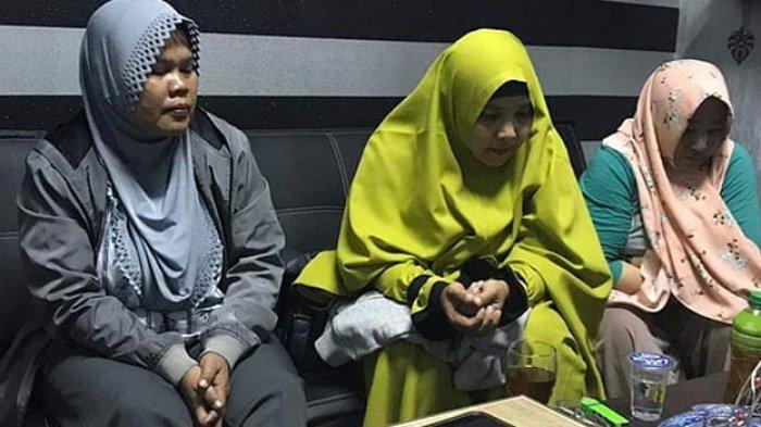Emak-emak pelaku kampanye hitam terhadap Jokowi diciduk polisi. (Image: Tribunnews.com)