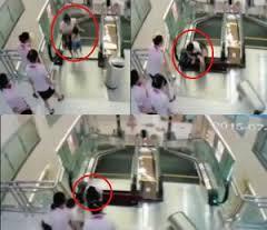 Video Ibu Tewas Masuk Escalator Setelah Selamatkan Anaknya