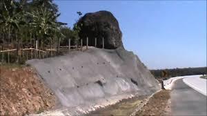 Ini Dia Batu Misterius di Sisi Jalan Tol Cipali