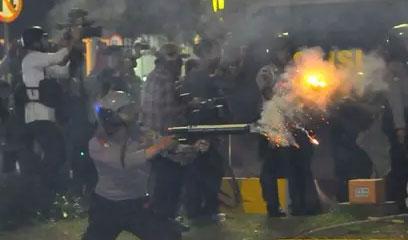 Demo 4 November Ricuh, Bakar Mobil dan Rusak Water Cannon