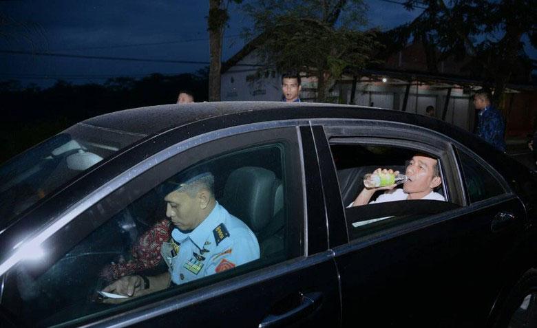 Presiden Jokowi Hentikan Perjalanan untuk Bukber Apa Adanya dengan Paspampres
