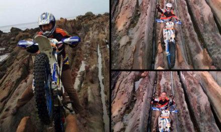 Viral Foto Crosser Lindas Batu Berumur Jutaan Tahun di Geopark Ciletuh