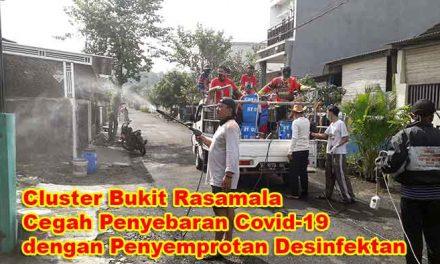 Warga CLuster Bukit Rasamala Lakukan Penyemprotan Desinfektan Covid 19