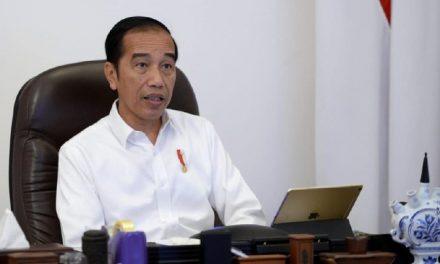 Presiden Jokowi Kembali Bagi-Bagi Sembako, Kali ini Langsung Datangi Rumah Warga