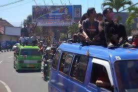 Santuy Bingits, Ada PSBB, Angkot di Bogor Malah Santai Angkut Buruh Pulang Demo