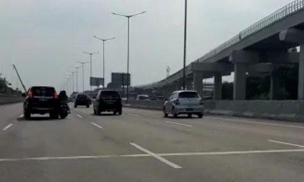 3 Cewek Motor Masuk Tol Bekasi Timur dan AKhirnya Kecelakaan. Ini Kronologinya
