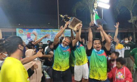 Menang 2 Set Langsung, PB RW09 Juara Kades Cup I Desa Singajaya