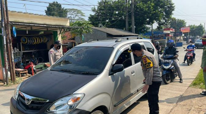 Polisi Gercep Sekat Pemudik di Jalur Tikus Cileungsi Bogor